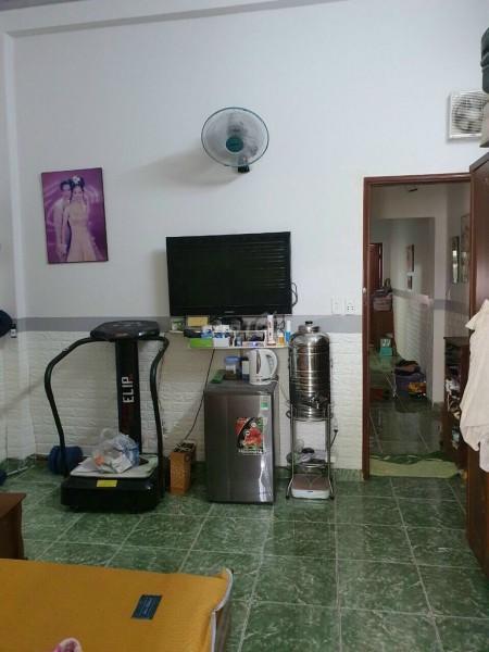Hẻm Nguyễn Trường Tộ, Quận 4 cần bán nhà nguyên căn 45m2, 2 tầng, giá 1.1 tỷ, LHCC, 45m2, 2 phòng ngủ, 2 toilet
