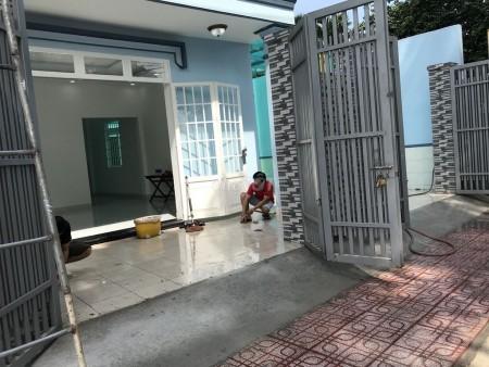 Đường Tân Hiệp 14, huyện Hóc Môn cần bán nguyên căn rộng 148m2, giá 4.25 tỷ, LHCC, 148m2, 2 phòng ngủ, 2 toilet