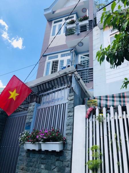 Nhà hẻm an ninh Quận 9, 3 tầng, hướng Đông Nam, bán kèm nội thất, giá 3.8 tỷ, lh 0973663616, 50m2, 4 phòng ngủ, 3 toilet