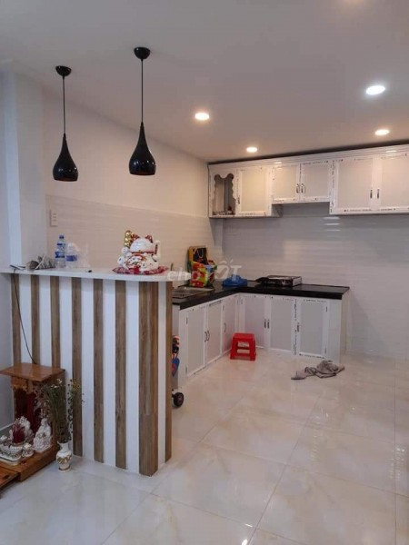 Đang để trống nên cần bán nhà rộng 45m2, 2 tầng, 2 PN, còn mới, hẻm Kênh Tân Hoá, Quận 11, 45m2, 2 phòng ngủ, 2 toilet