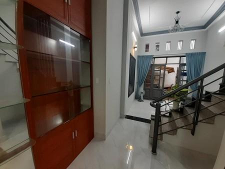 Chính chủ cần bán nhà 37m2 (3.7mx10m), 3 tầng, sân thượng, giá 5.5 tỷ, hẻm CMT8, Quận Tân Bình, 37m2, ,